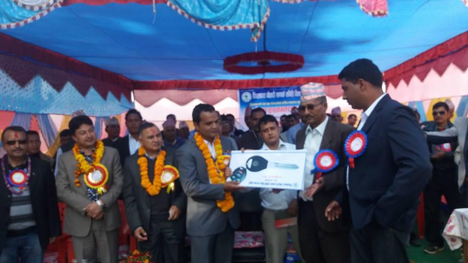 परदेशी युवाहरुले दिए पिपलधारालाई एम्बुलेन्स उपहार