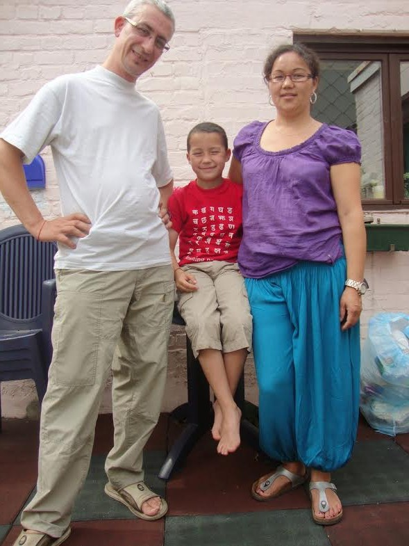 विदेसी ज्वाइको ससुराली देश नेपालप्रति  अगाध प्रेम,समाज सेवामा व्यस्त