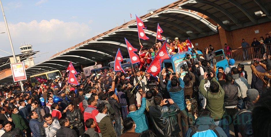 अर्न्तराष्ट्रिय प्रतियोगीता जित्न सफल नेपाली राष्ट्रिय फुटबल टिमको भव्य स्वागत