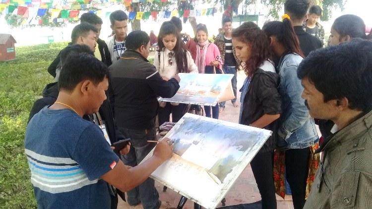 दृश्य चित्रमा उतार्न चित्रकार लुम्बिनीमा