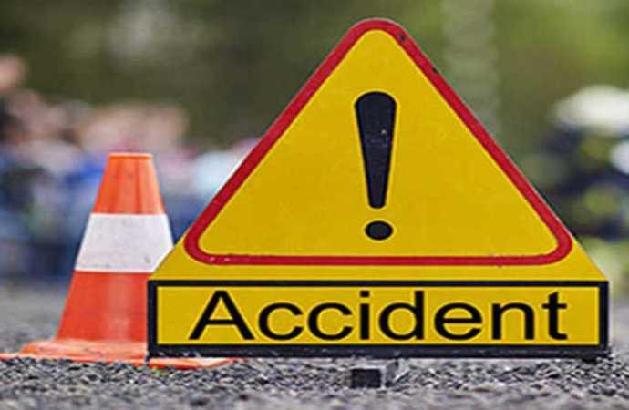 ग्याँस बोकेको गाडी पल्टिँदा चालकको मृत्यु
