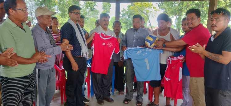नेपाली काँग्रेस कपिलबस्तुद्वारा खेलाडीलाई सहयोग