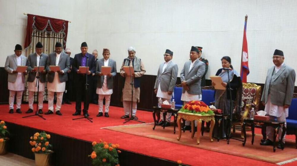 पुनर्गठित मन्त्रिपरिषदका नवनियुक्त मन्त्रीहरुलाई राष्ट्रपति भण्डारीद्वारा सपथ